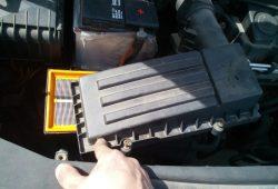 Замена воздушного фильтра Volkswagen Caddy
