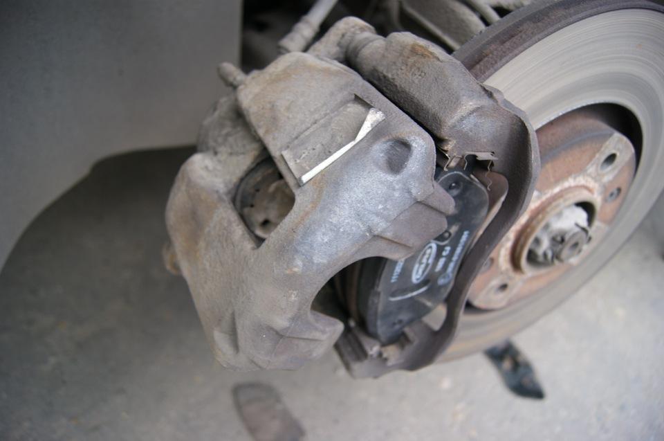 Замена тормозных колодок Peugeot