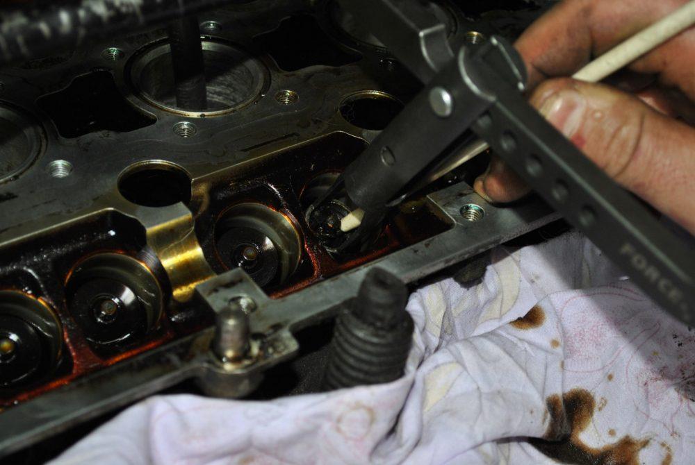 Замена маслосъемных колпачков Toyota в Минске
