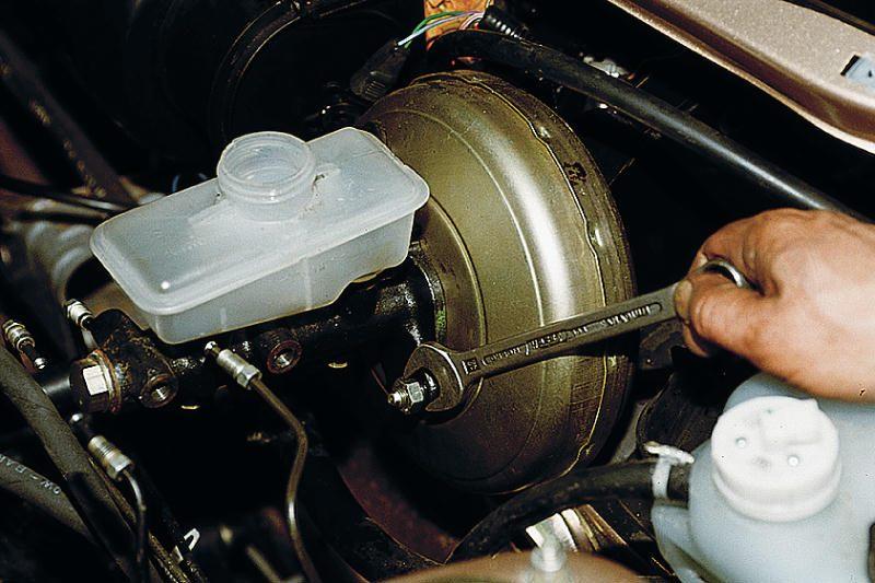 Замена главного тормозного цилиндра Mercedes в Минске