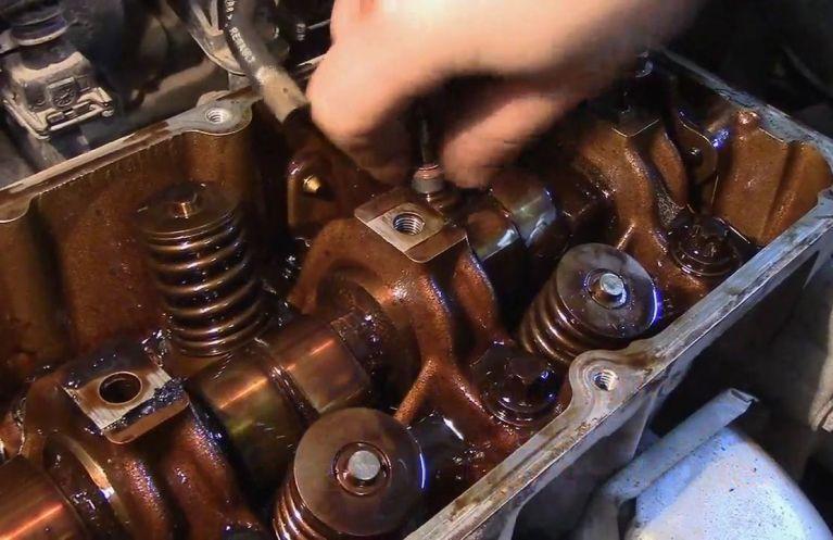 Замена маслосъемных колпачков Renault в Минске