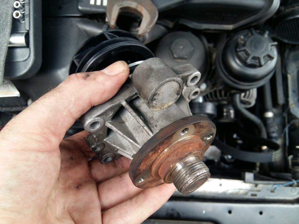 Замена насоса охлаждения (помпы) Audi в Минске