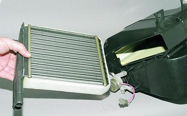 Замена радиатора печки Renault в Минске