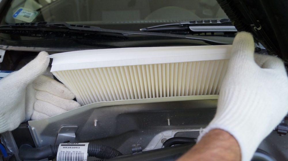 Замена салонного фильтра Mercedes в Минске