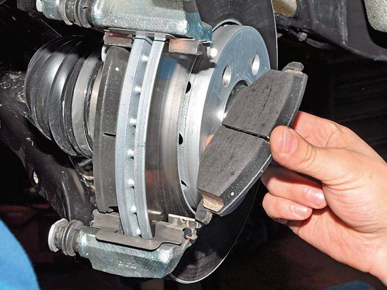 Замена тормозных колодок Nissan в Минске